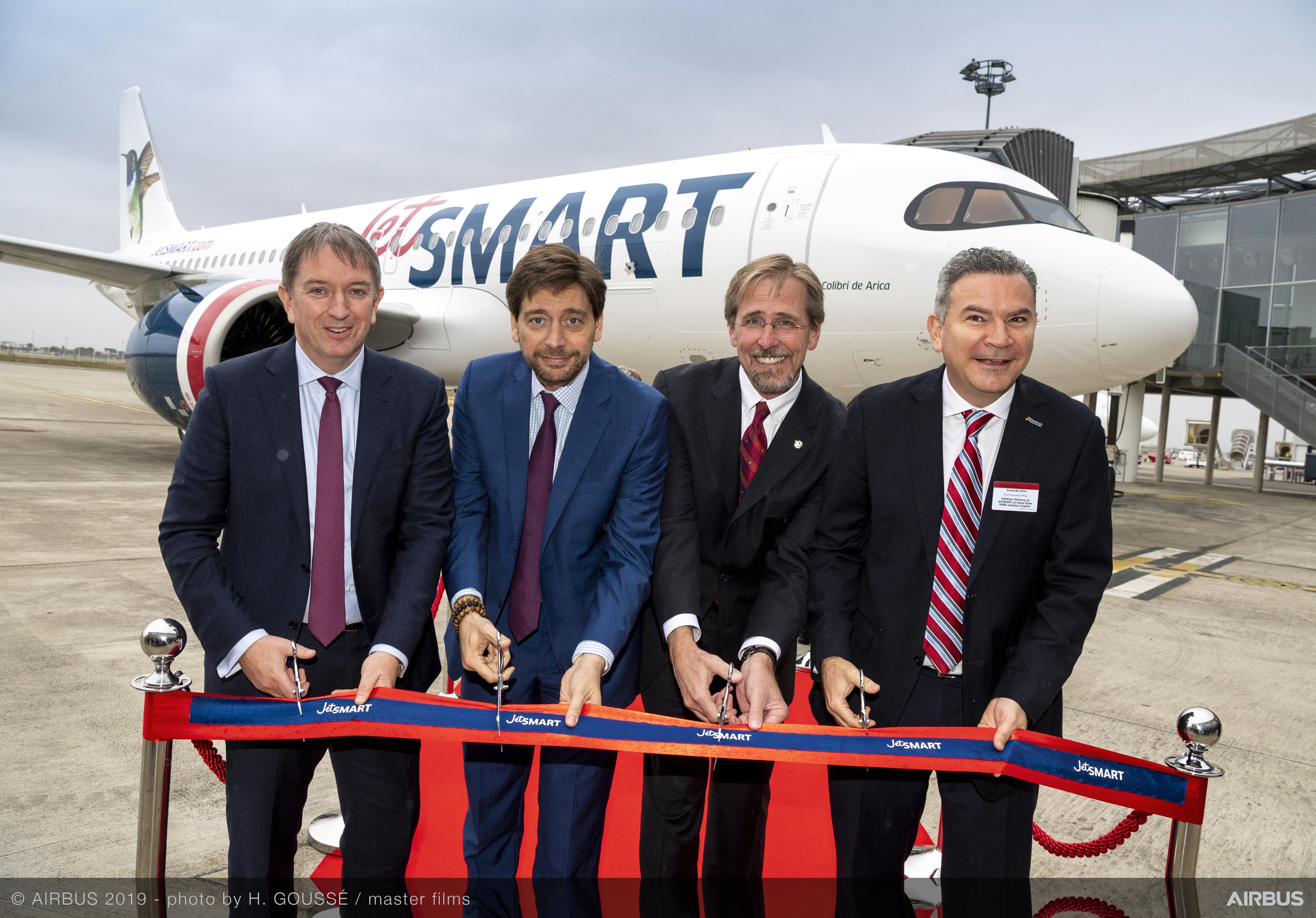 A320neo-JetSMART-on-lease-SMBC-group-pictures-010
