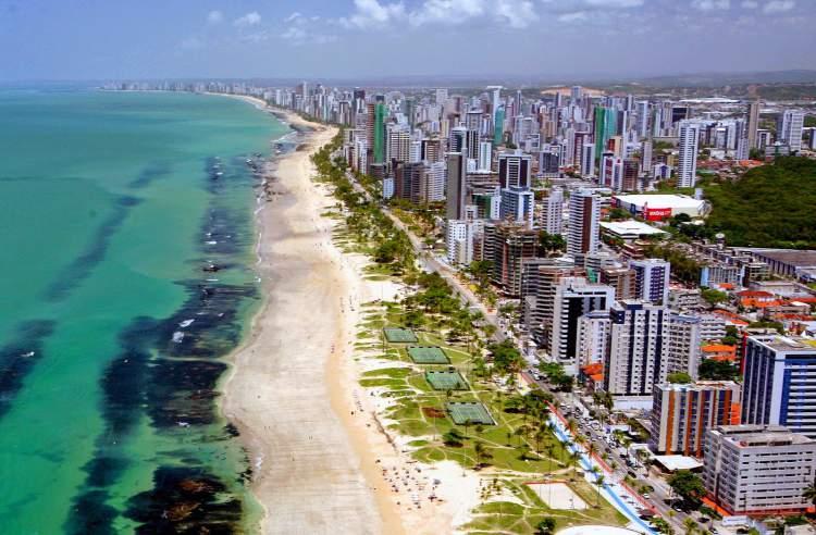 Praia-de-Boa-Viagem-em-Recife-eh-uma-das-melhores-praias-de-Pernambuco