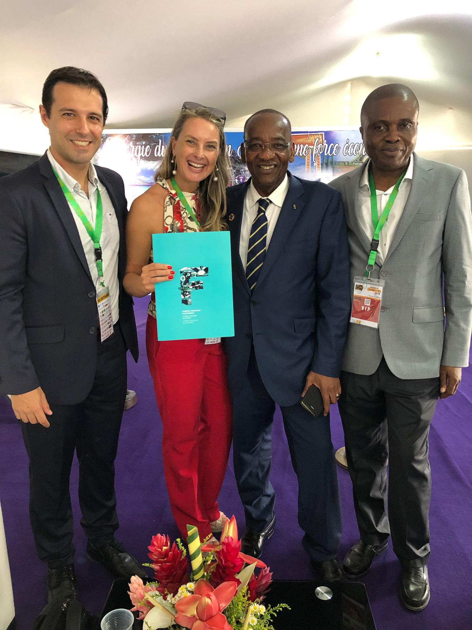 Eduardo Zorzanello e Juliana Zorzanello com Sr. Jean-Marie Somet, diretor geral do Turismo da Costa do Marfim, e Kouassi, diretor Brasil!
