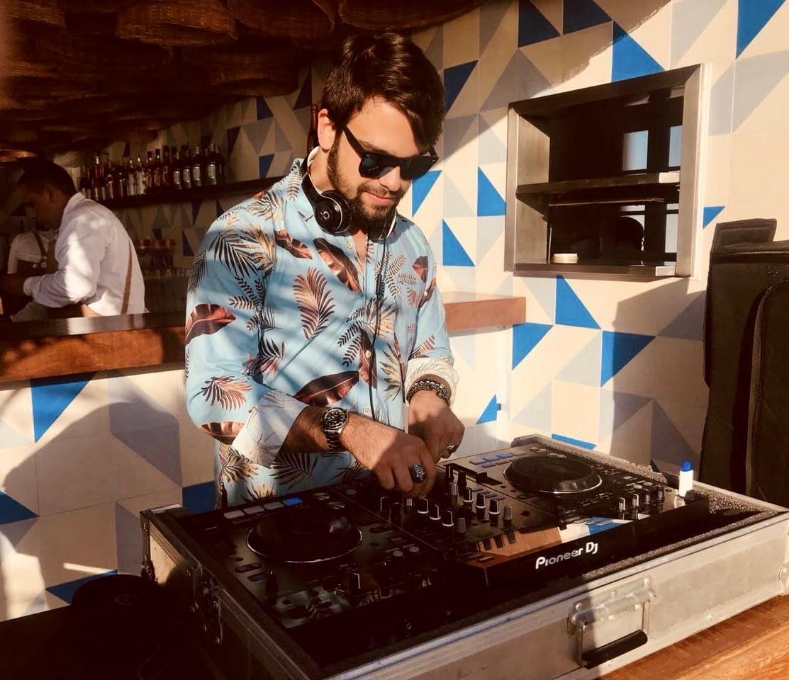 Leo Melo é um dos DJs a se apresentar no retorno do Fera Sunset.