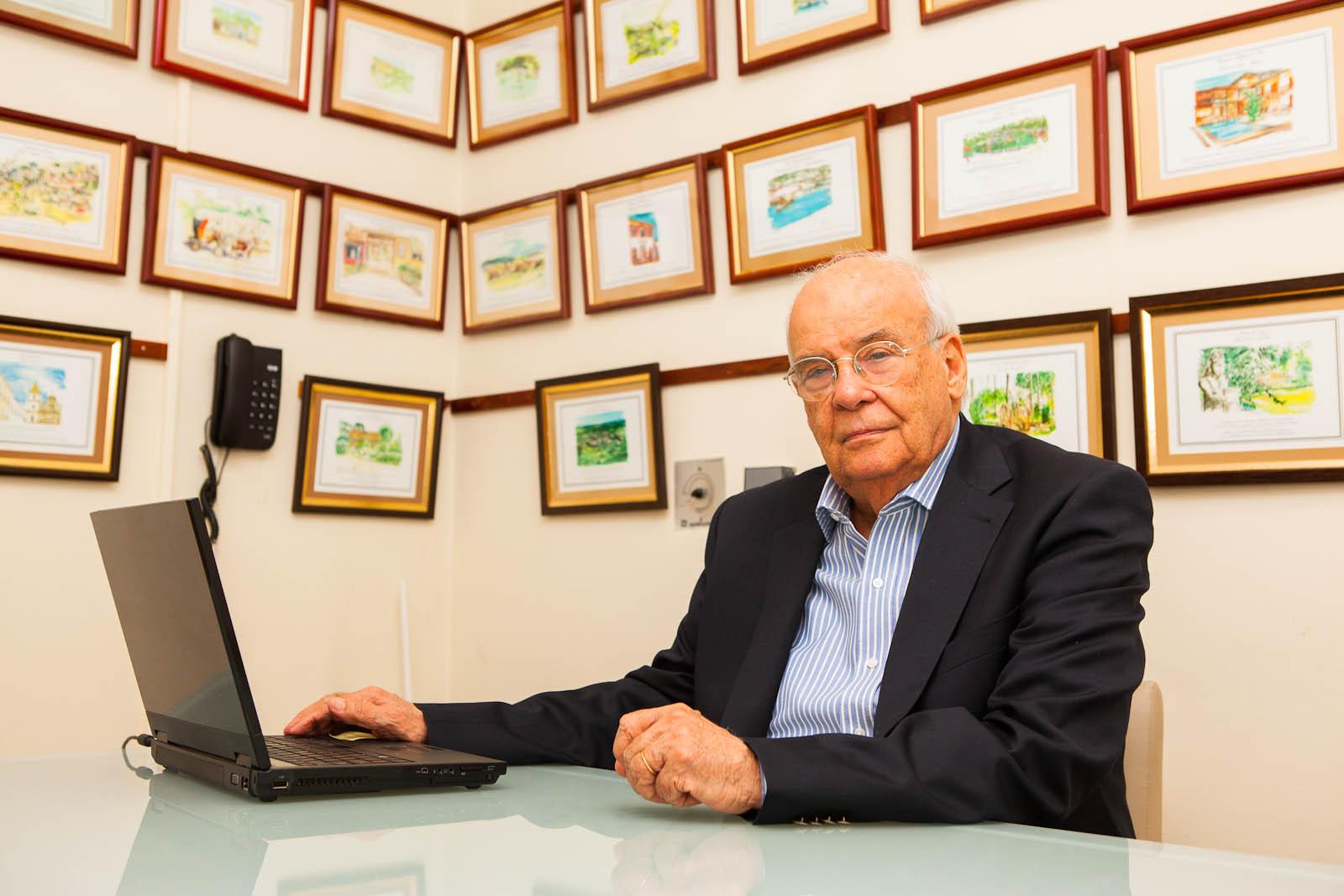 Helenio Waddington, Presidente da Associação de Hotéis Roteiros de Charme em seu escritório, Ipanema, Rio de Janeiro, RJ