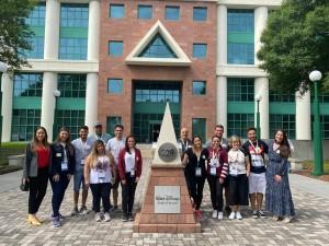 Grupo visita Disney Office (3)